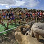 atletas a su paso por el parque arqueológico
