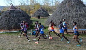 Atletas africanos en la padada edición del Cross de Atapuerca