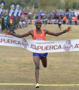Jacob Kiplimo entrando en meta